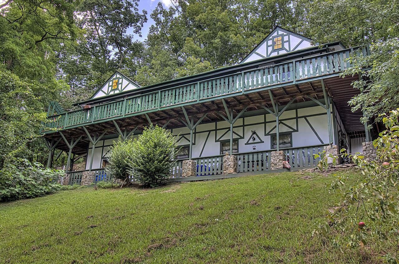 Photo of 3132 Hatcher Top Rd, Sevierville, TN 37862 (MLS # 1161068)