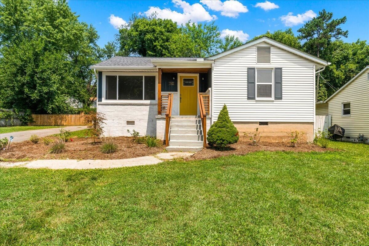 Photo of 2943 Cecil Ave, Knoxville, TN 37917 (MLS # 1161076)