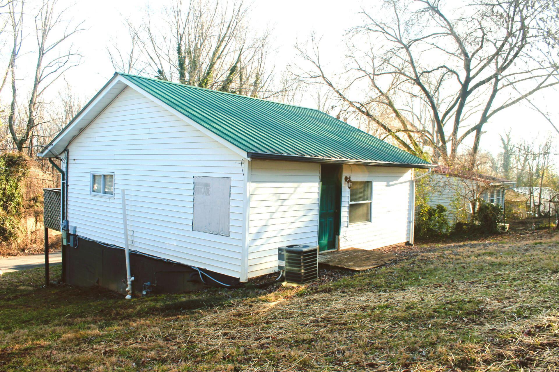 Photo of 124 E Wadsworth Circle, Oak Ridge, TN 37830 (MLS # 1140080)