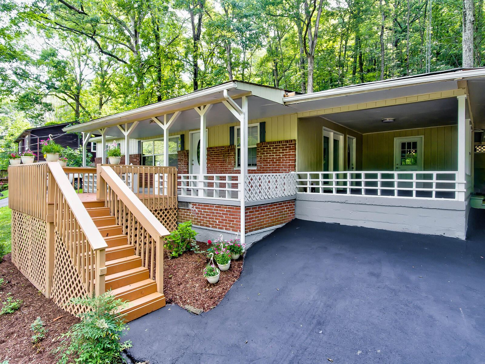 Photo of 7944 Brownvue Rd, Knoxville, TN 37931 (MLS # 1122093)