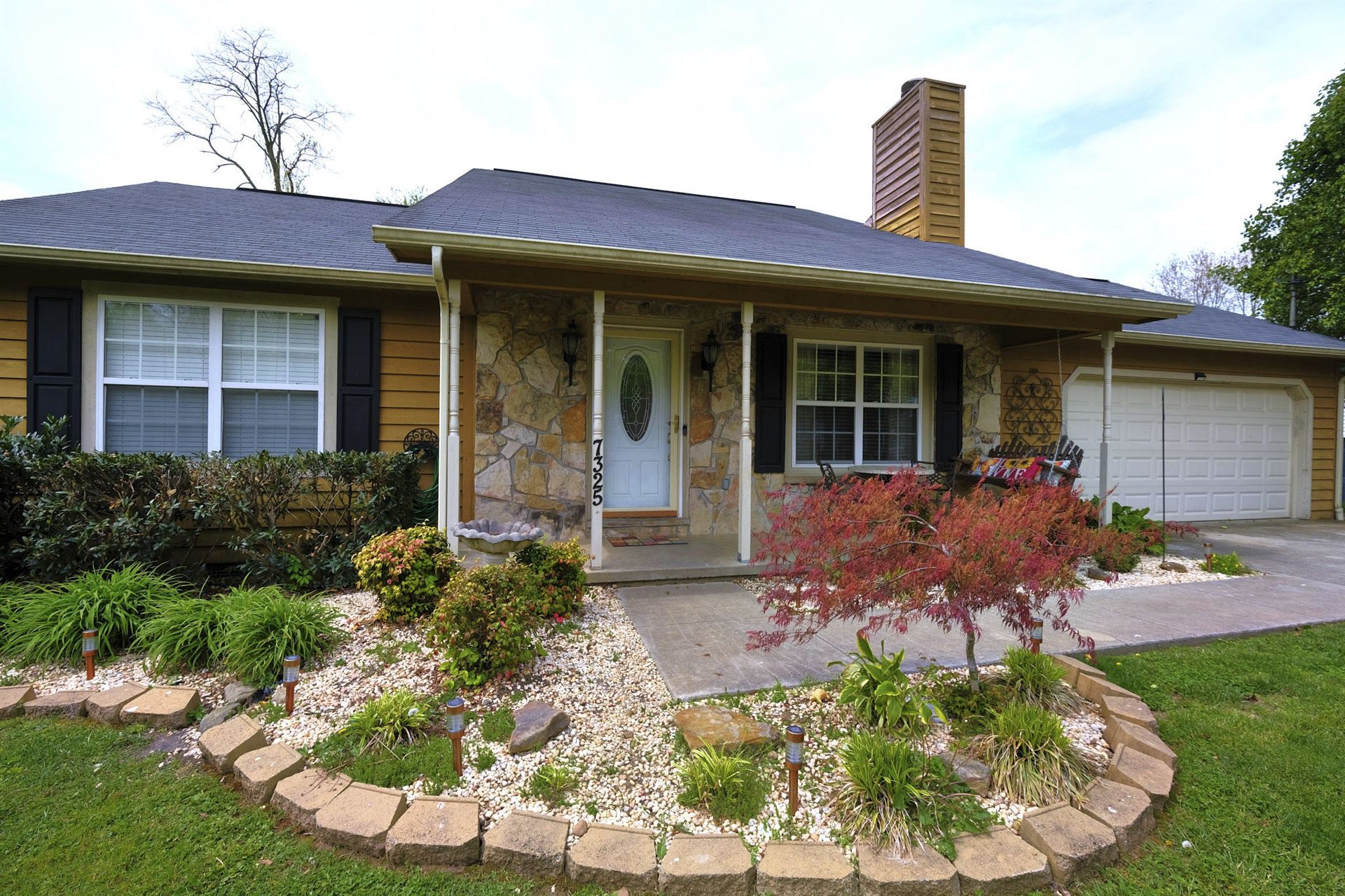 Photo of 7325 Foxhaven Rd, Knoxville, TN 37918 (MLS # 1149102)