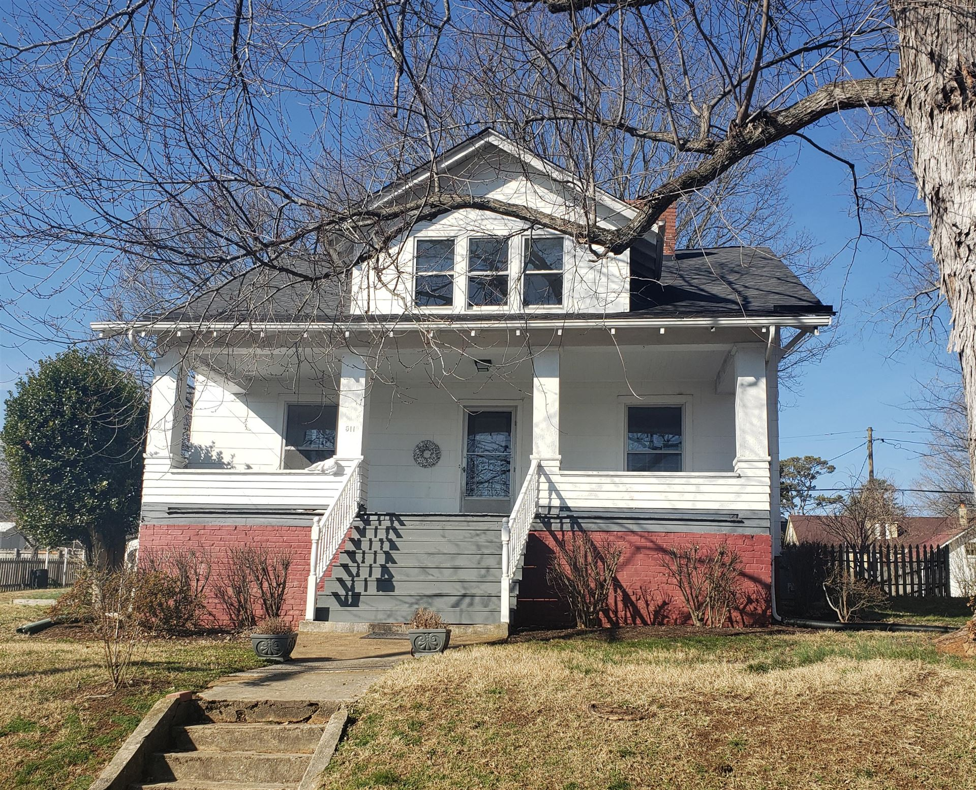 Photo of 511 NE Midlake Drive, Knoxville, TN 37918 (MLS # 1140113)