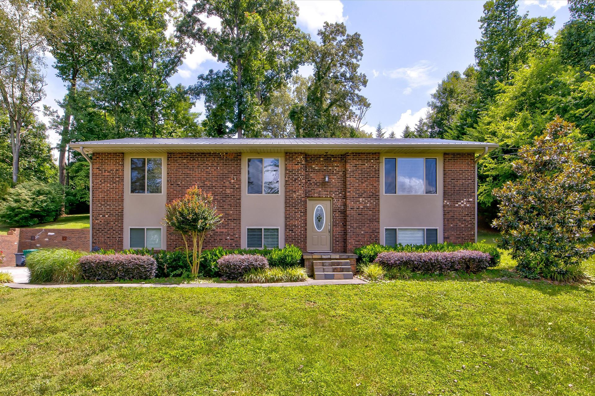 Photo of 628 Greenwich Drive, Maryville, TN 37803 (MLS # 1160119)