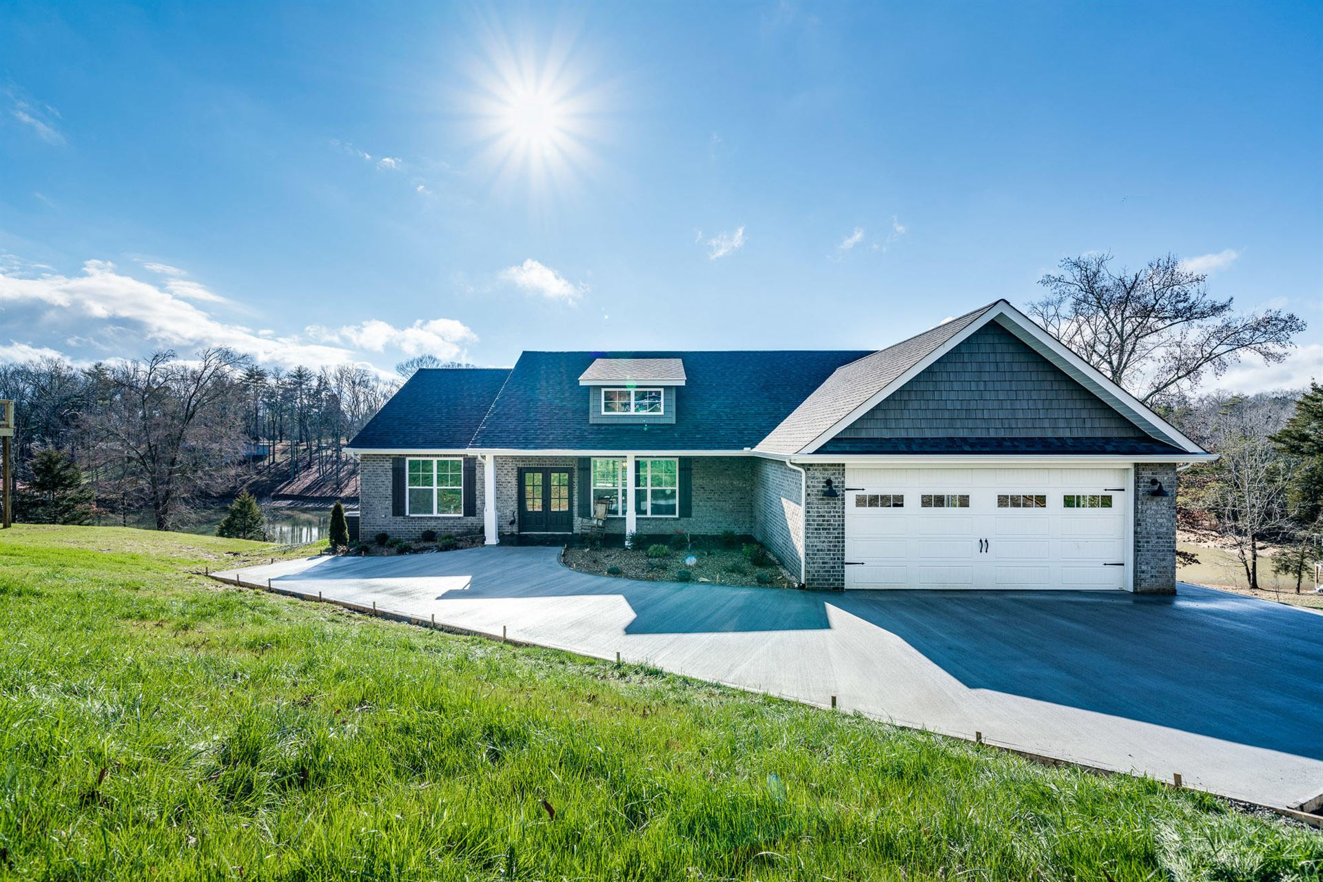 Photo for 1423 Scenic Lakeview Drive, Spring City, TN 37381 (MLS # 1106126)