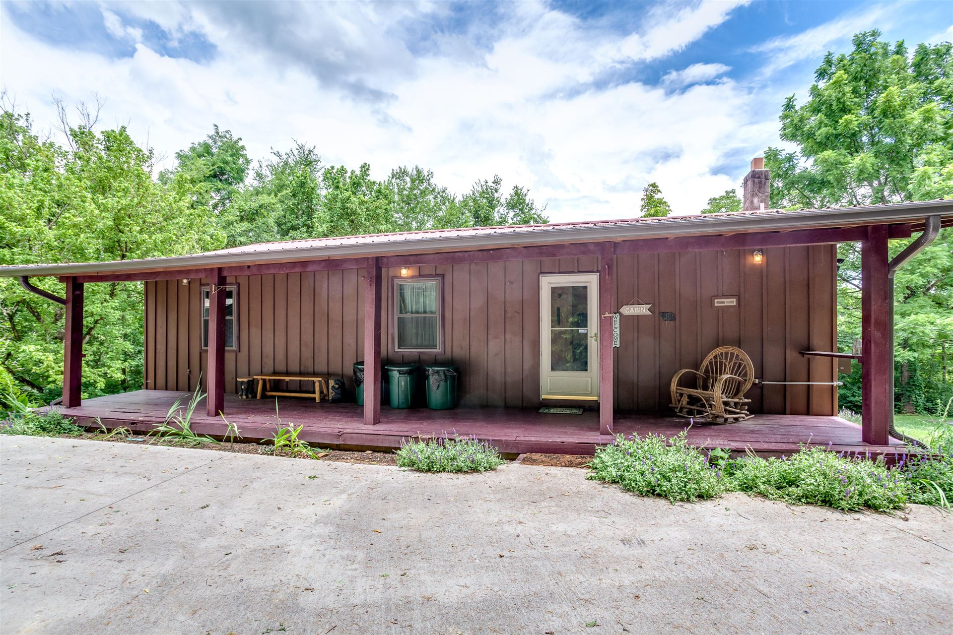 Photo of 1304 Matthews Hollow Rd, Sevierville, TN 37876 (MLS # 1160137)