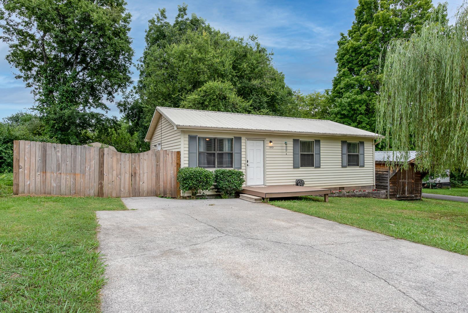 Photo of 1303 Mcadams Ave, Maryville, TN 37804 (MLS # 1161150)