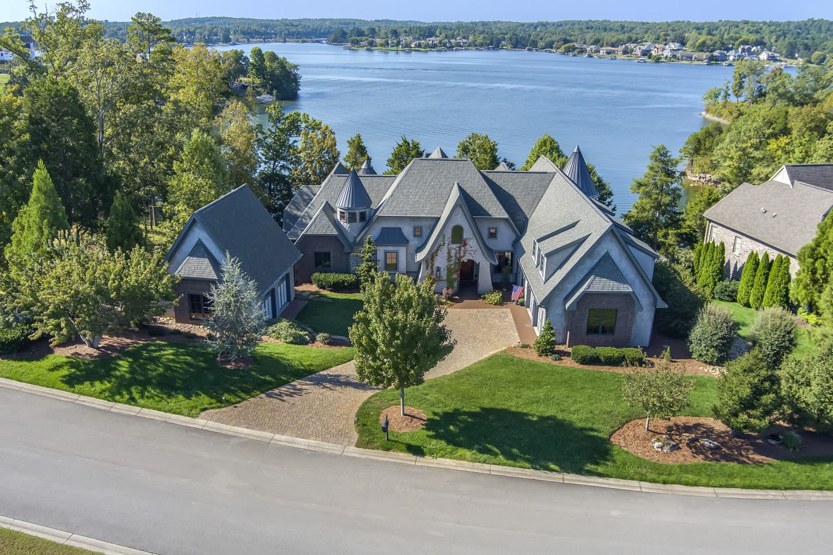 Photo of 16537 Lighthouse Pointe Drive, Lenoir City, TN 37772 (MLS # 1133162)