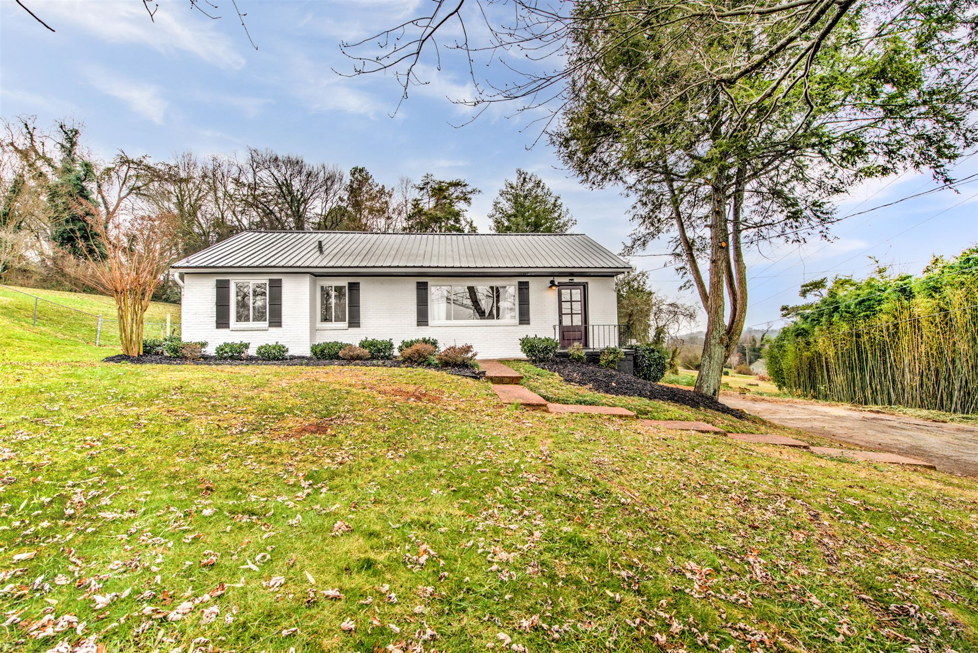 Photo of 1105 Forest Heights Rd, Knoxville, TN 37919 (MLS # 1140166)