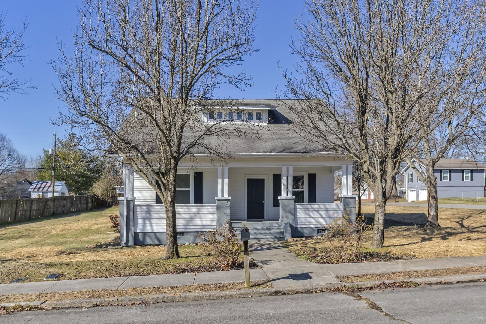 Photo of 1000 Washington Ave, Etowah, TN 37331 (MLS # 1140179)