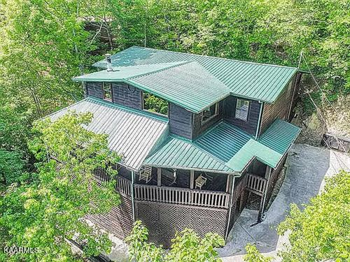 Photo of 2202 Applewood Rd, Sevierville, TN 37862 (MLS # 1171185)
