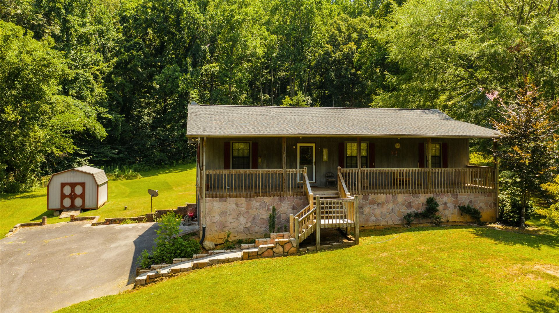 Photo of 3315 Thomaswood Tr, Sevierville, TN 37876 (MLS # 1159189)
