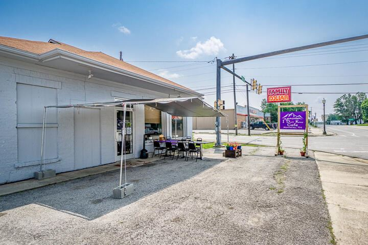 Photo of 124 Commercial Ave, Monterey, TN 38574 (MLS # 1161193)