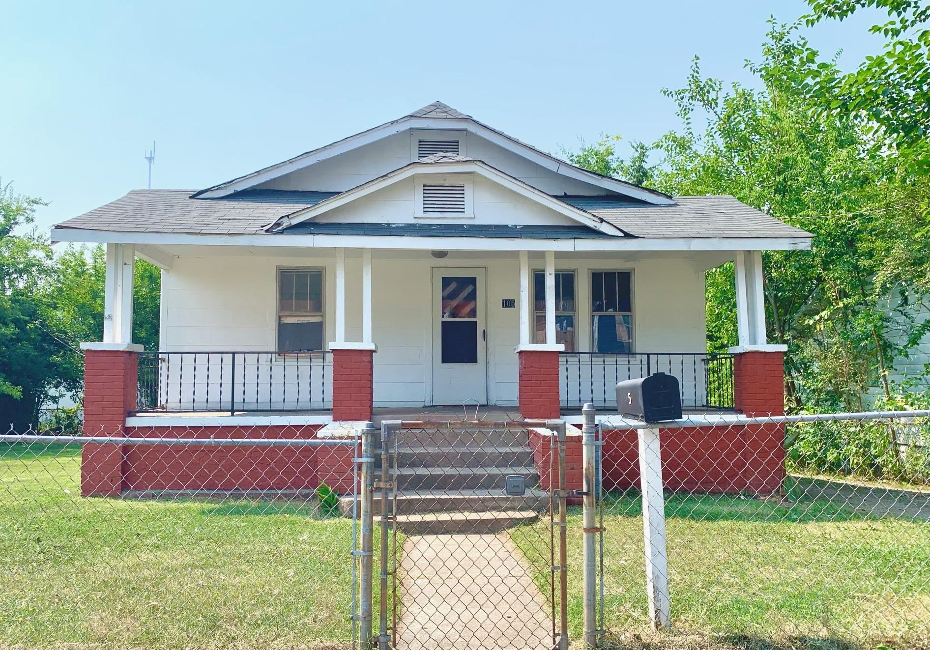 Photo of 105 Oglewood Ave, Knoxville, TN 37917 (MLS # 1162209)