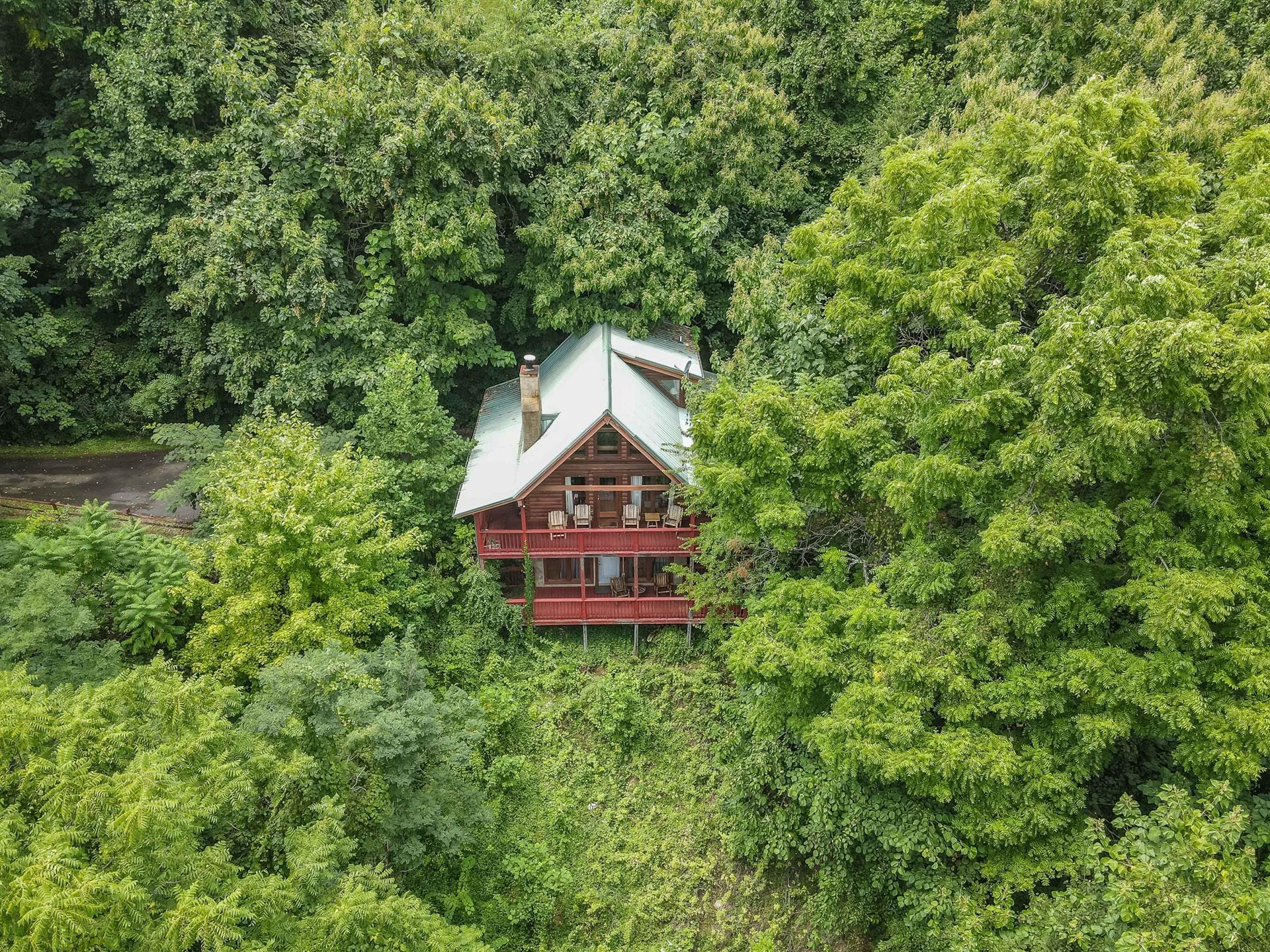 Photo of 2454 Majestic View Way, Sevierville, TN 37862 (MLS # 1161225)