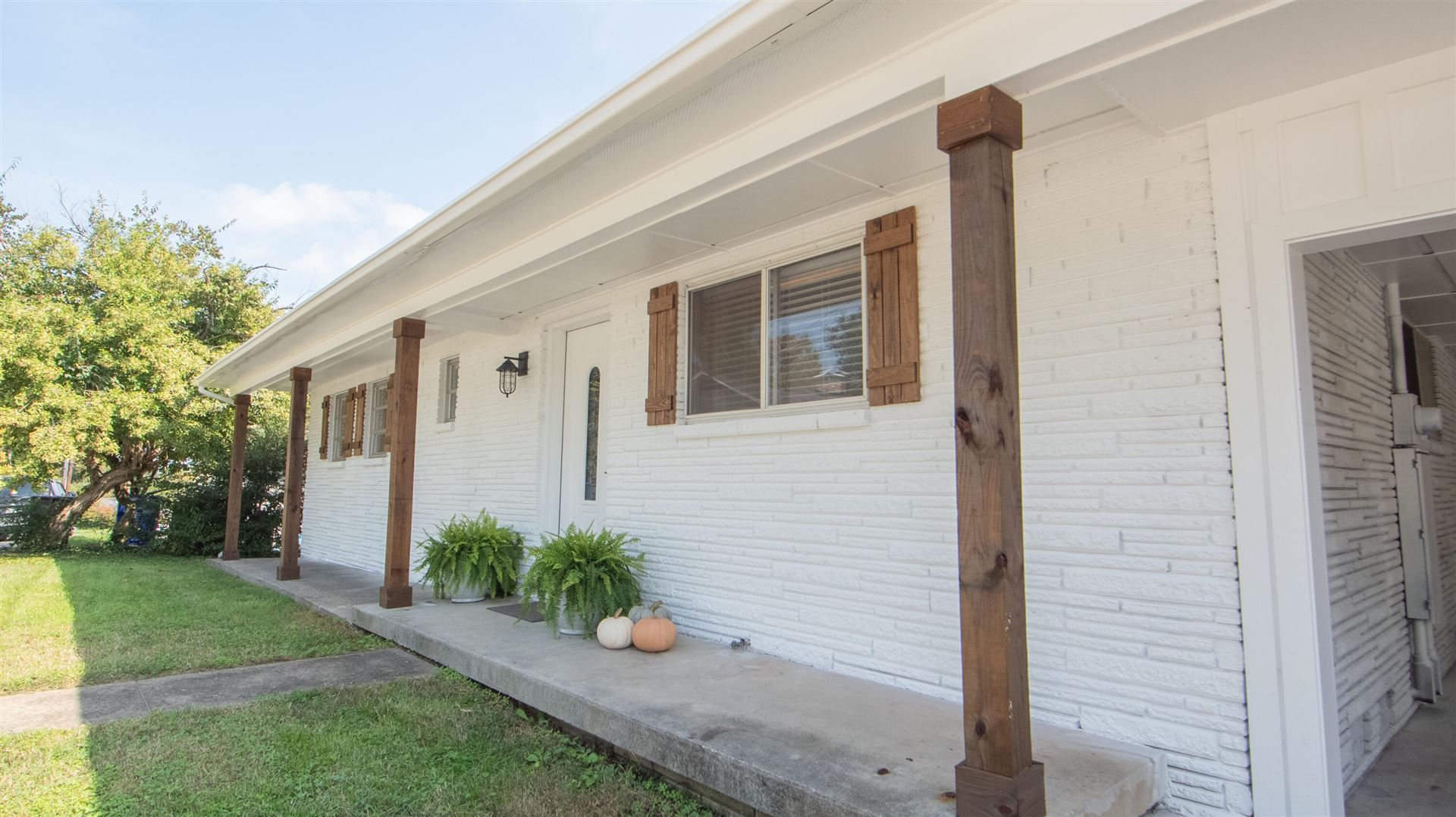 Photo of 104 E Magnolia Ln Lane, Oak Ridge, TN 37830 (MLS # 1170239)