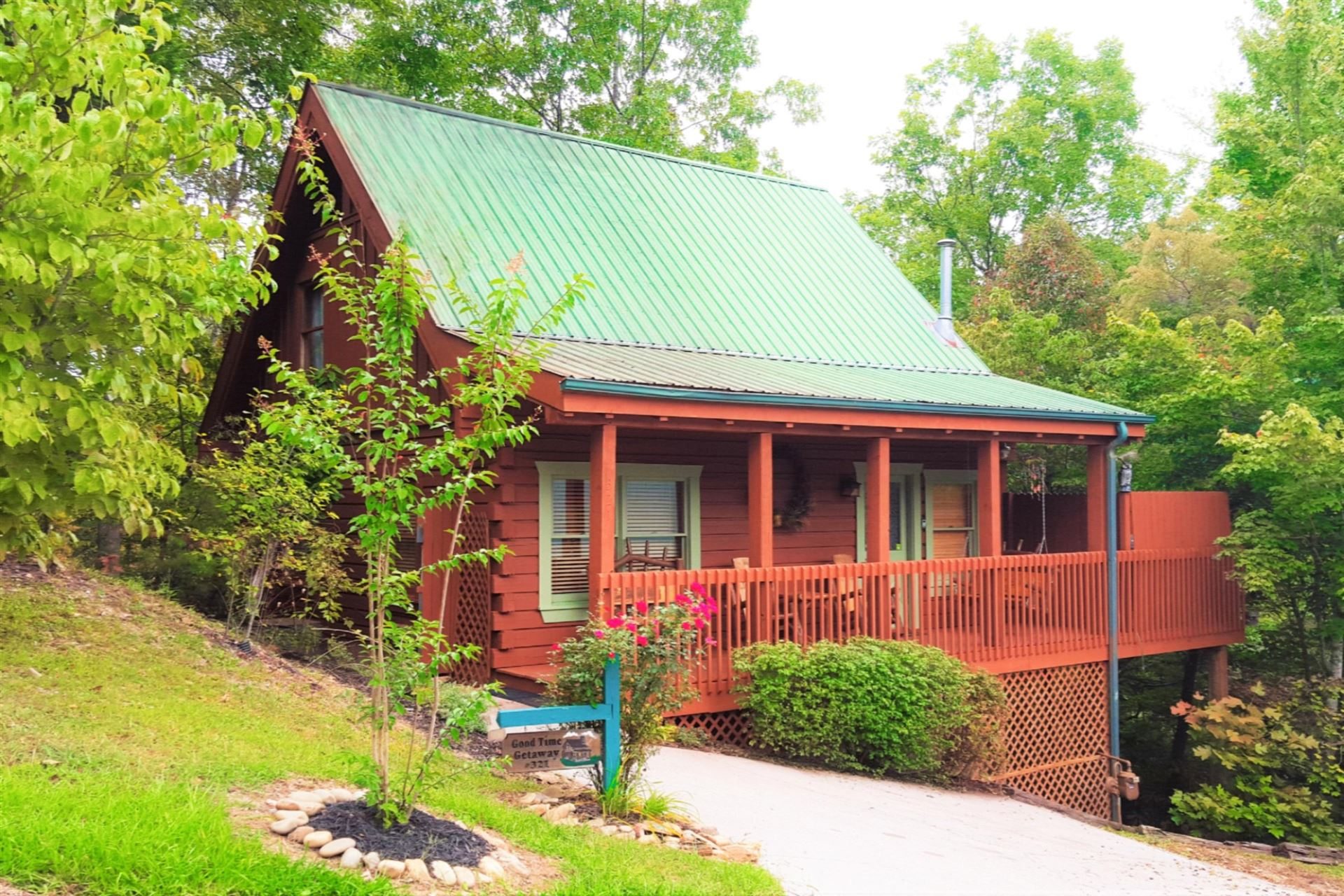 Photo of 321 Brown Wren Way, Gatlinburg, TN 37738 (MLS # 1140282)