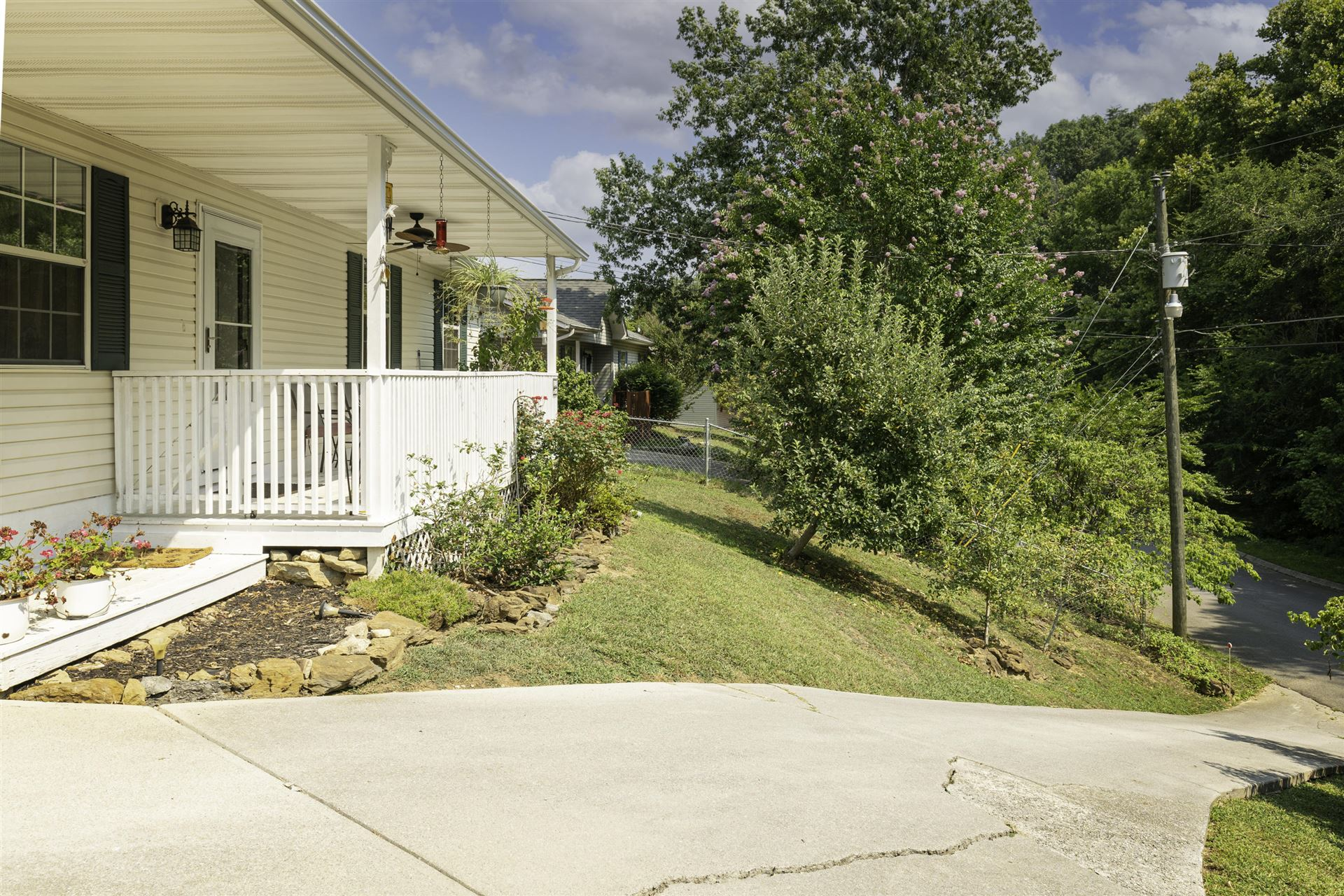 Photo of 918 Hill Hollow Drive, Sevierville, TN 37876 (MLS # 1162284)