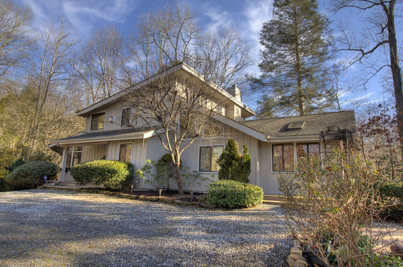 Photo of 938 Glades Rd, Gatlinburg, TN 37738 (MLS # 1140292)