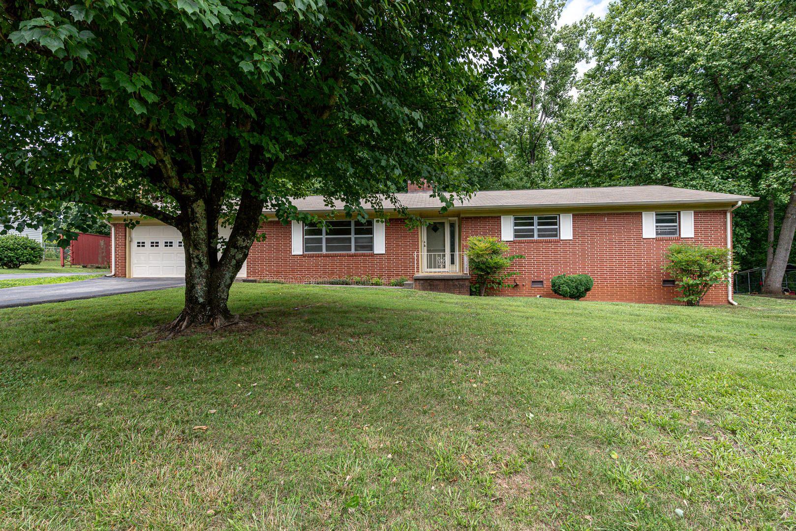 Photo of 2223 Sentell Circle, Maryville, TN 37803 (MLS # 1160324)