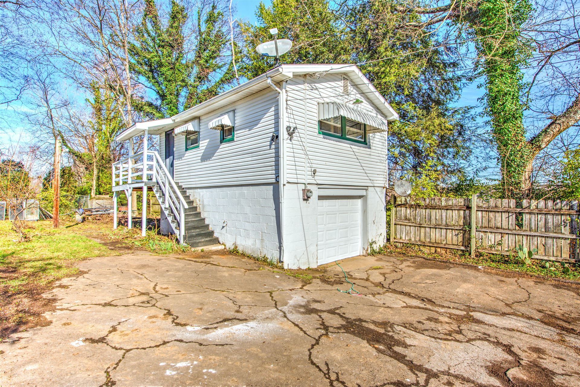 Photo of 2427 Highland Drive, Knoxville, TN 37918 (MLS # 1137356)