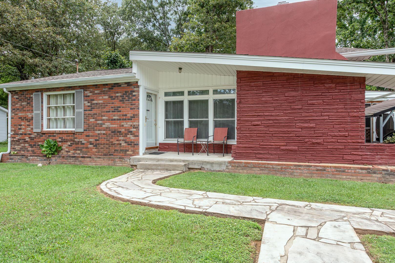Photo of 803 W 6Th Ave, Lenoir City, TN 37771 (MLS # 1161359)