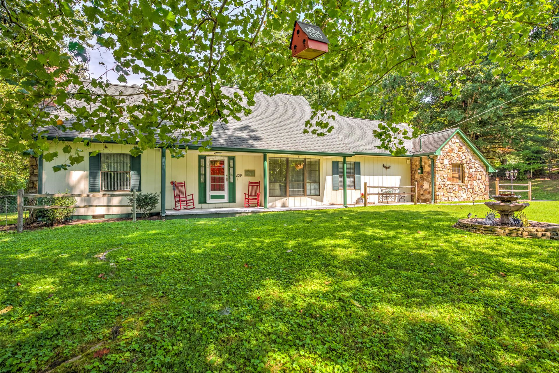 Photo of 109 East Circle, Powell, TN 37849 (MLS # 1127380)