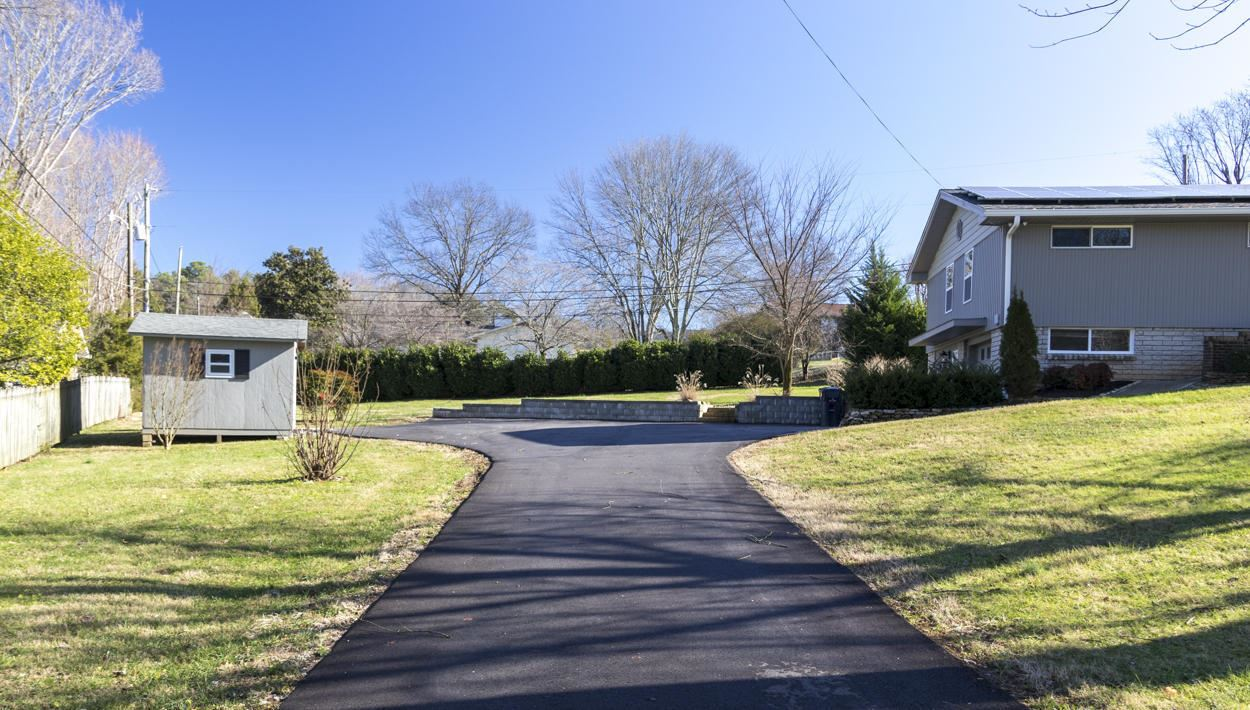 Photo of 612 NW Wesley Rd, Knoxville, TN 37909 (MLS # 1108387)
