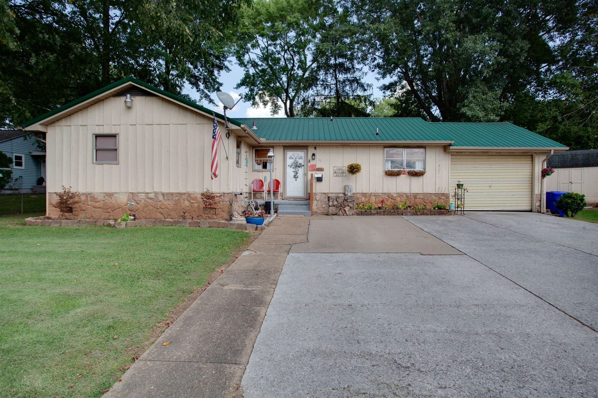 Photo of 106 Phillips Lane, Oak Ridge, TN 37830 (MLS # 1167397)