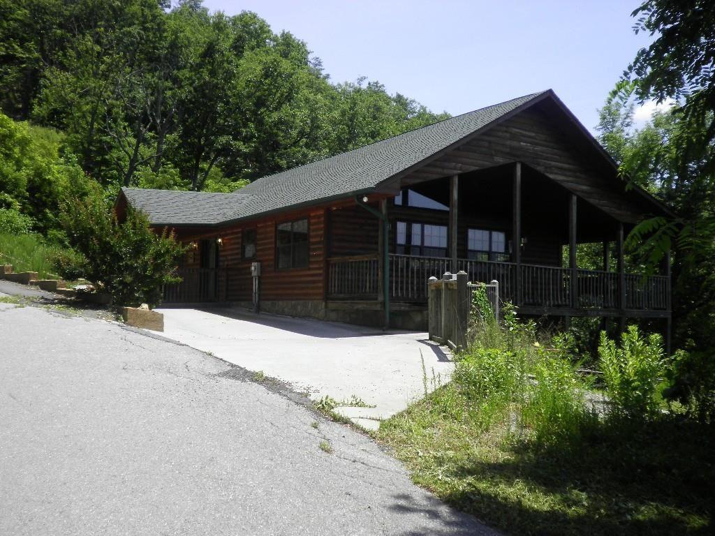 Photo of 2710 Dogwood Ridge Way, Sevierville, TN 37862 (MLS # 1149398)