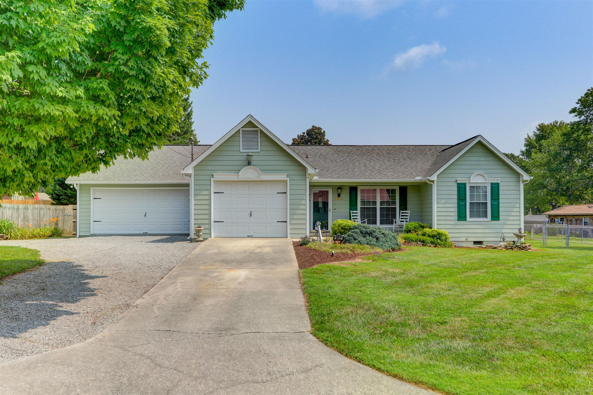 Photo of 8613 Royal Oaks Drive, Knoxville, TN 37931 (MLS # 1161398)