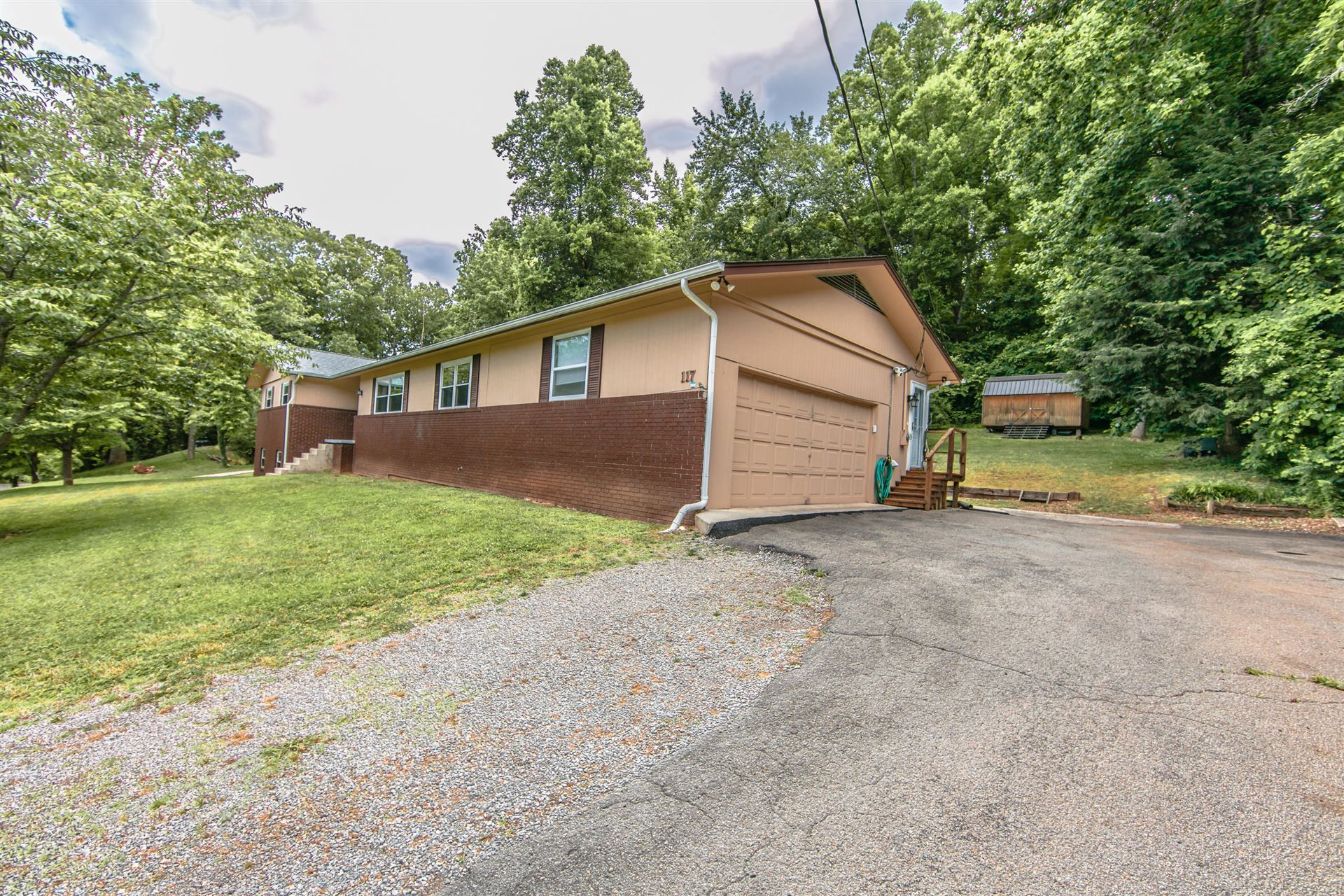 Photo of 117 Netherlands Rd, Oak Ridge, TN 37830 (MLS # 1121407)