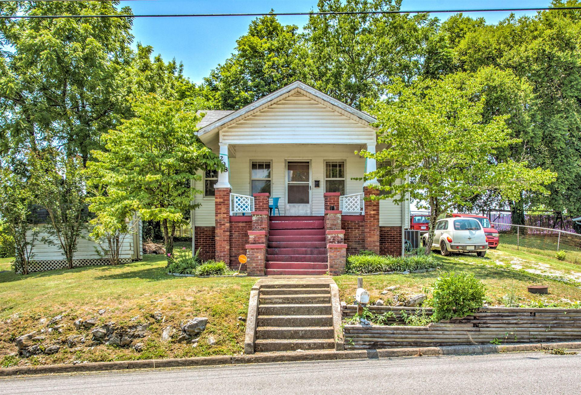 Photo of 208 Lamar Ave, Clinton, TN 37716 (MLS # 1159425)