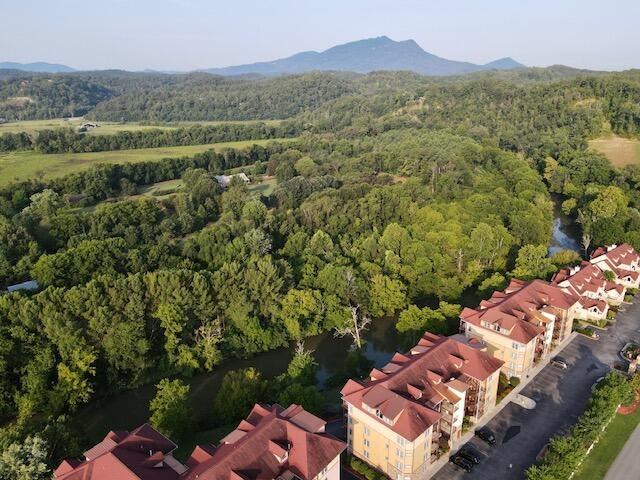 Photo of 527 River Place Way #UNIT 543, Sevierville, TN 37862 (MLS # 1165436)