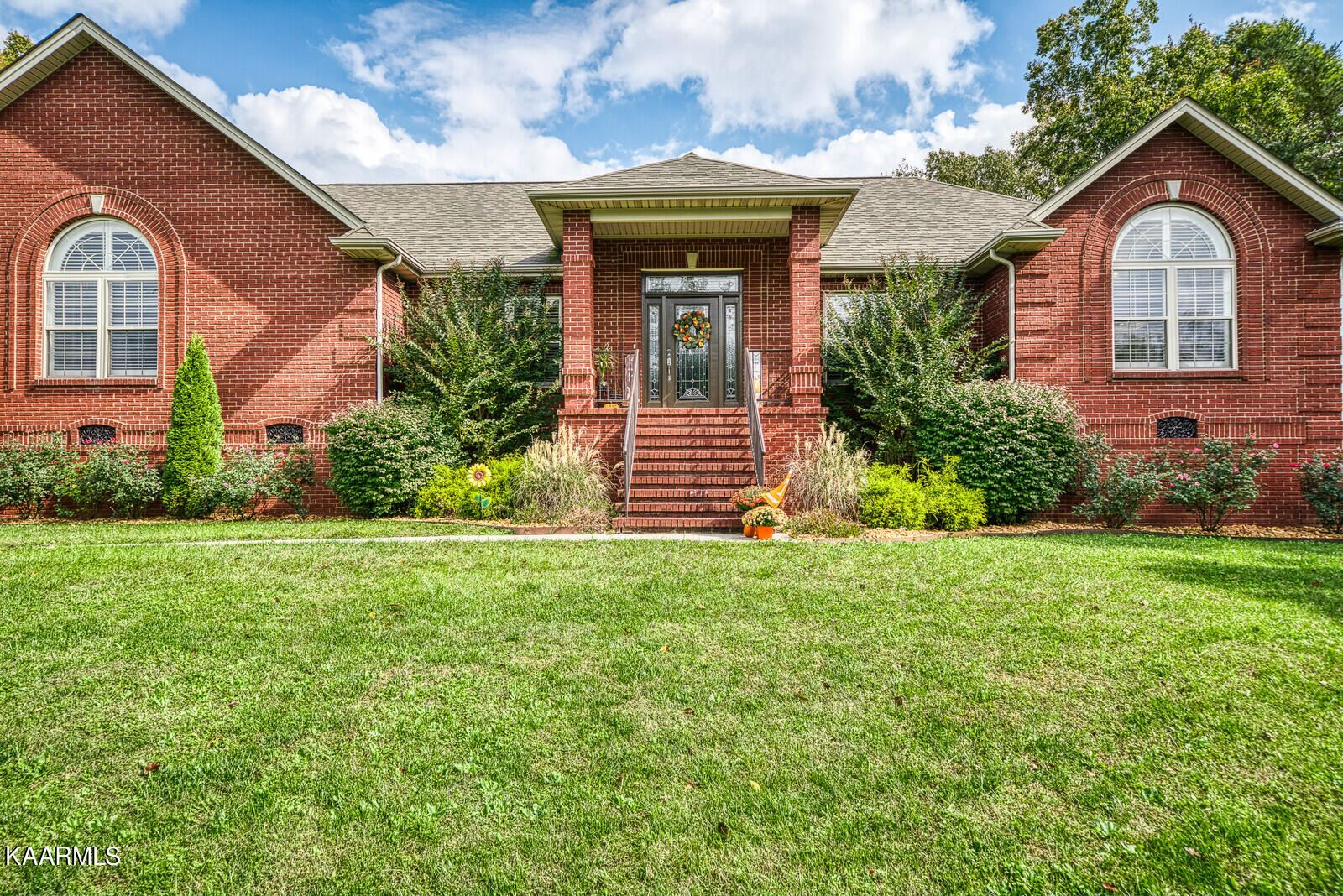 Photo of 1401 Holiday Drive, Crossville, TN 38555 (MLS # 1171438)