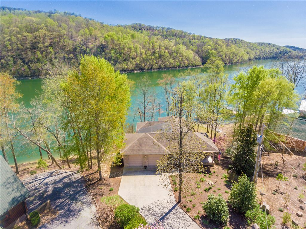 Photo for 104 Shoreside Rd, New Tazewell, TN 37825 (MLS # 1076451)