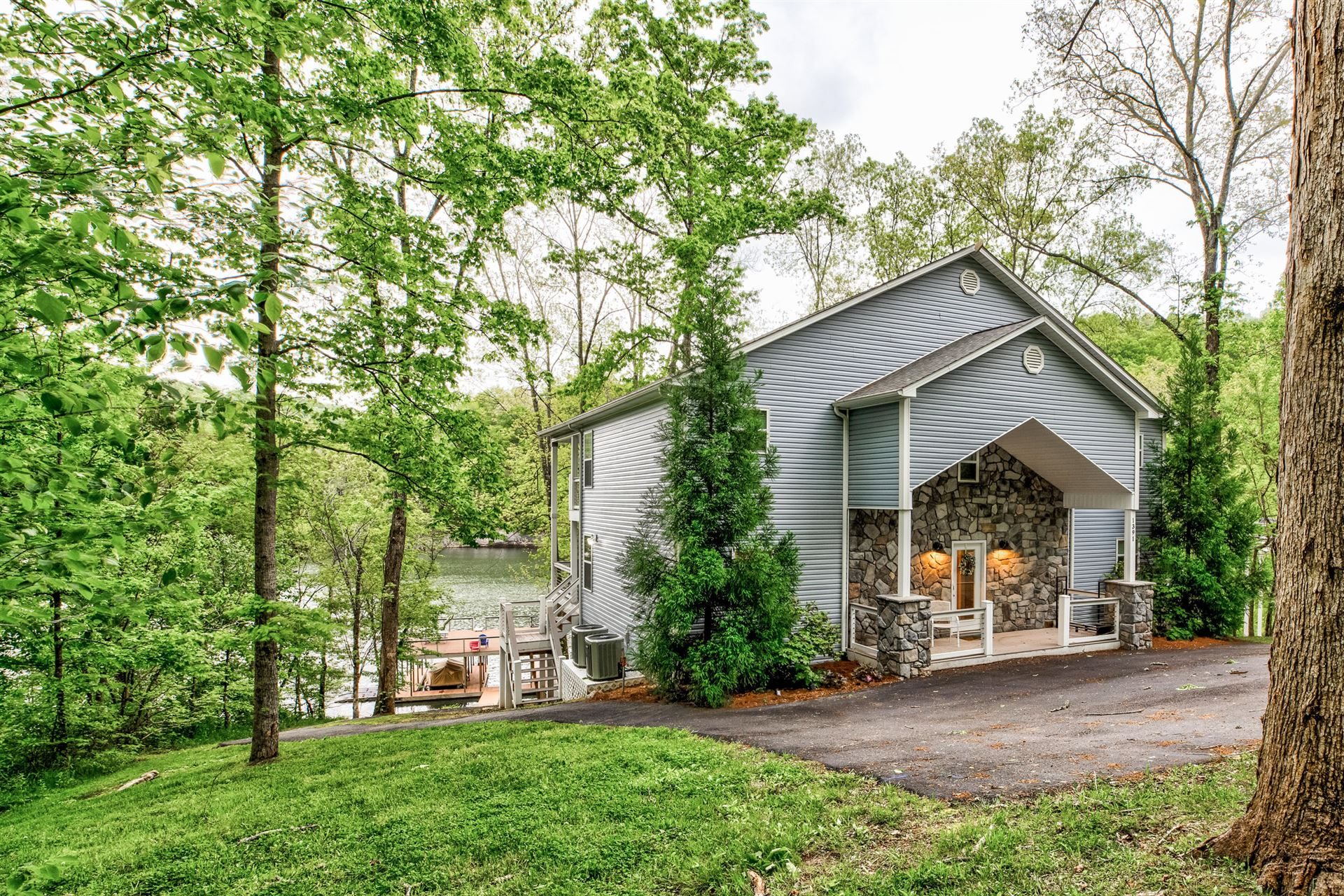 Photo for 1391 Fox Cove Lane, LaFollette, TN 37766 (MLS # 1152458)