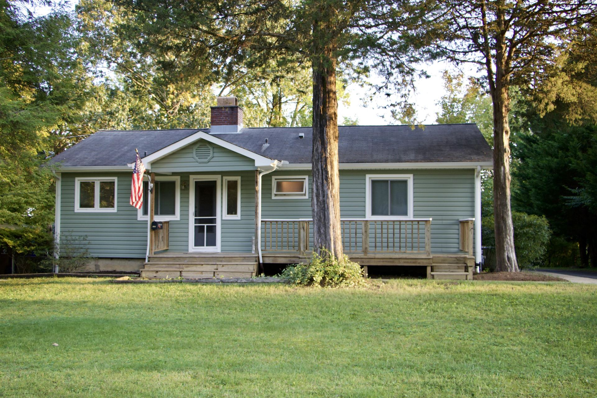 Photo of 107 Peach Rd, Oak Ridge, TN 37830 (MLS # 1169483)
