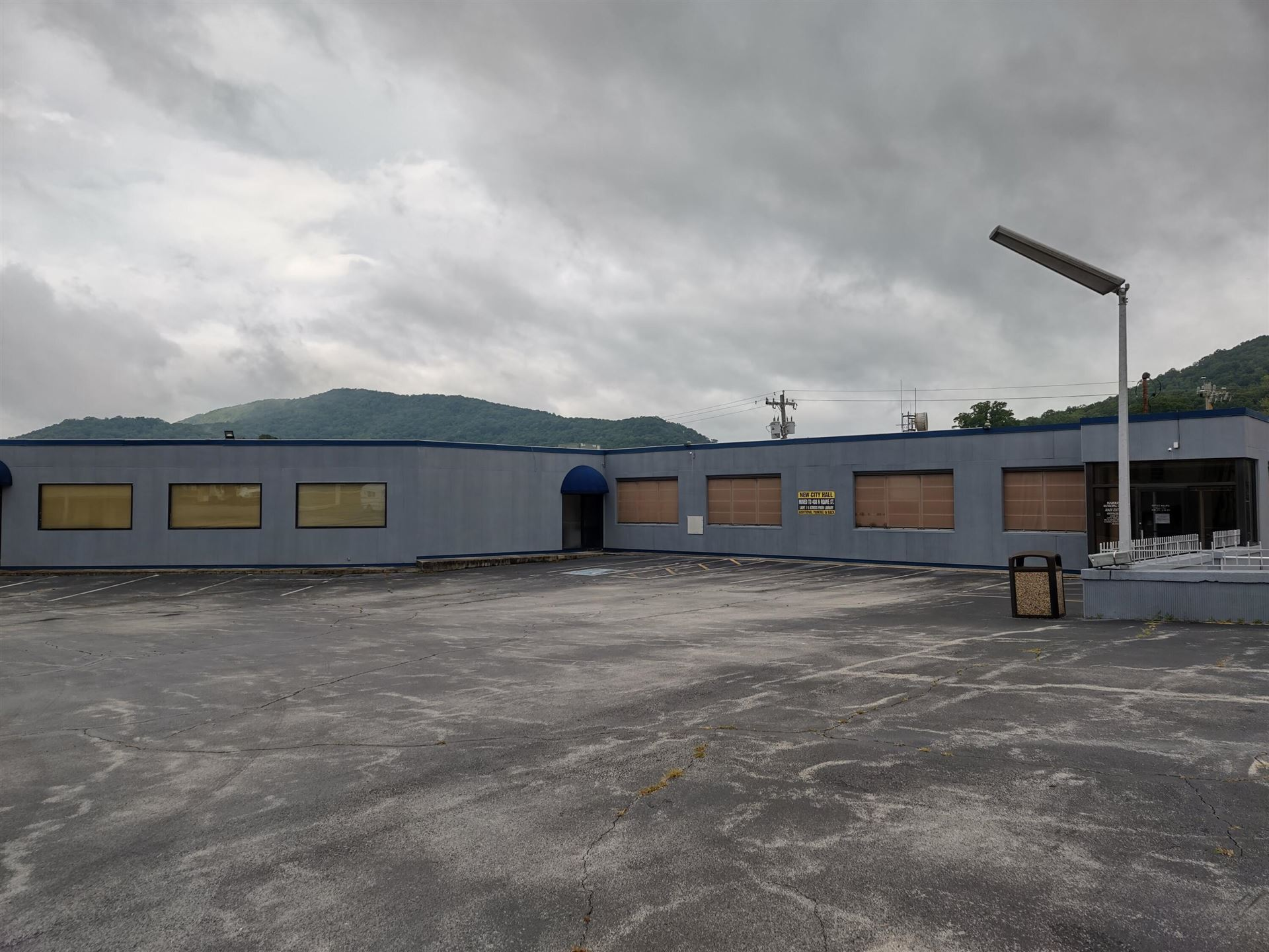 Photo of 611 N Roane St, Harriman, TN 37748 (MLS # 1163537)