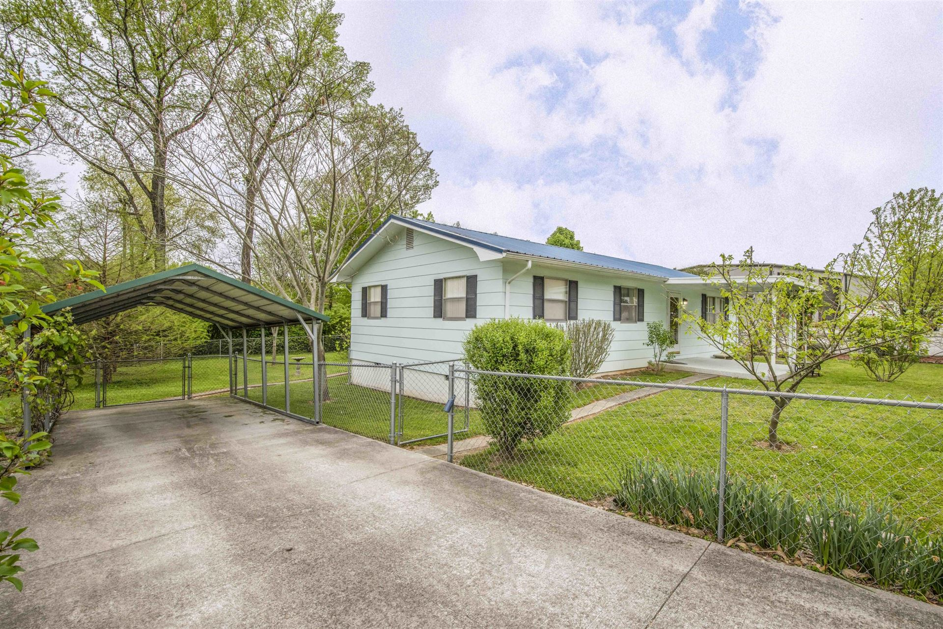 Photo of 306 Blockhouse Valley Rd, Clinton, TN 37716 (MLS # 1149549)