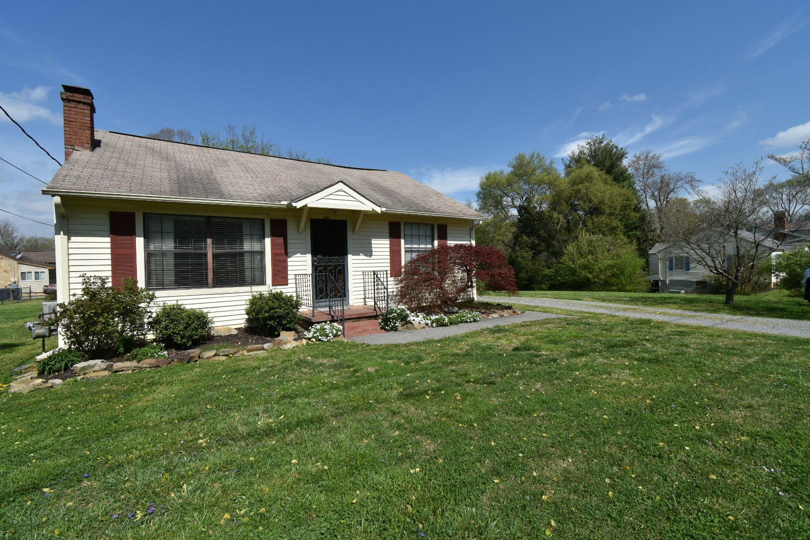 Photo of 2909 Forestdale Ave, Knoxville, TN 37917 (MLS # 1112574)