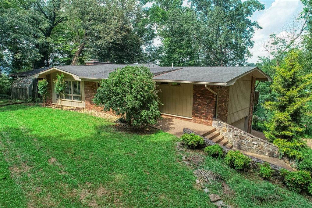 Photo for 2300 SW Carriage Lane, Knoxville, TN 37920 (MLS # 1091635)