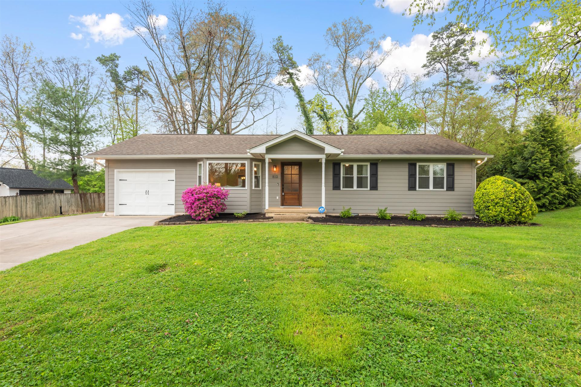Photo of 812 Montacres Lane, Knoxville, TN 37919 (MLS # 1148658)