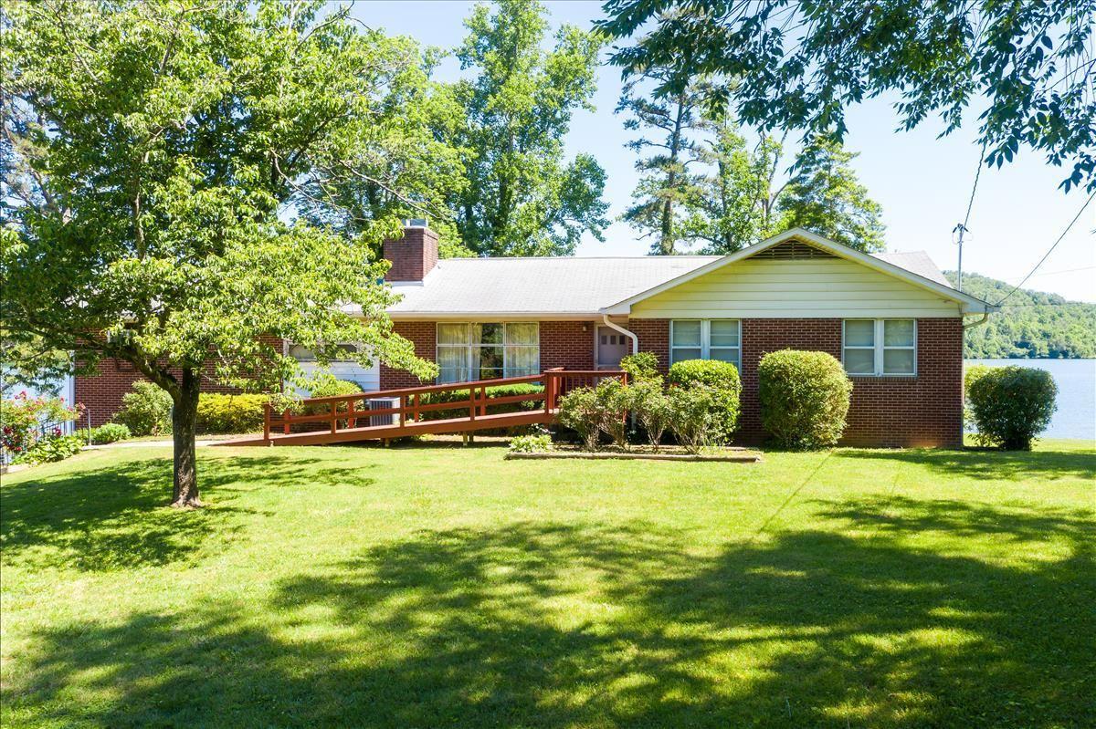 Photo for 8326 Burchfield Drive, Oak Ridge, TN 37830 (MLS # 1100660)