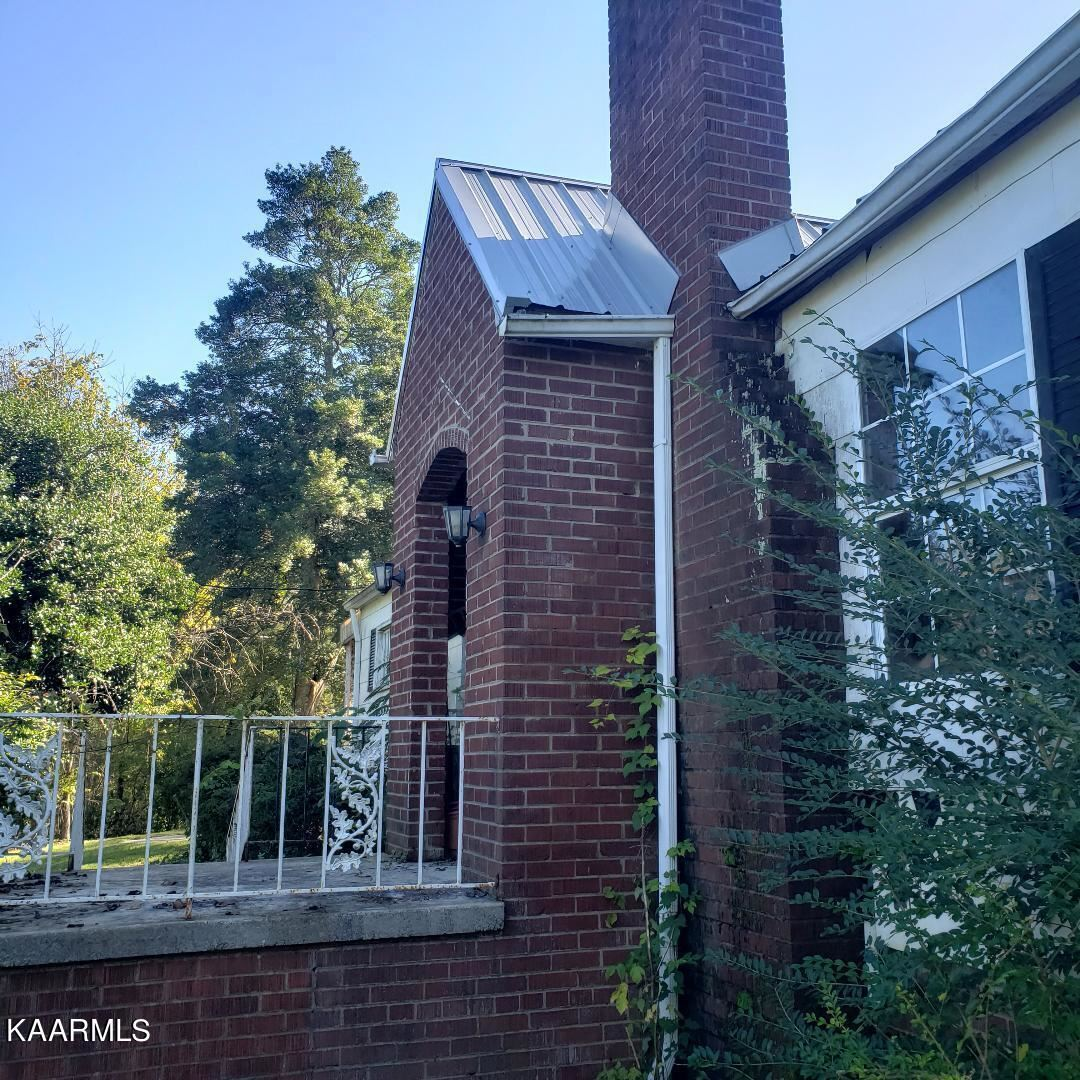 Photo of 1104 E Hendron Chapel Rd, Knoxville, TN 37920 (MLS # 1171674)