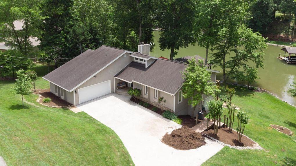 Photo of 5000 Lakeland Drive, Lenoir City, TN 37772 (MLS # 1161680)
