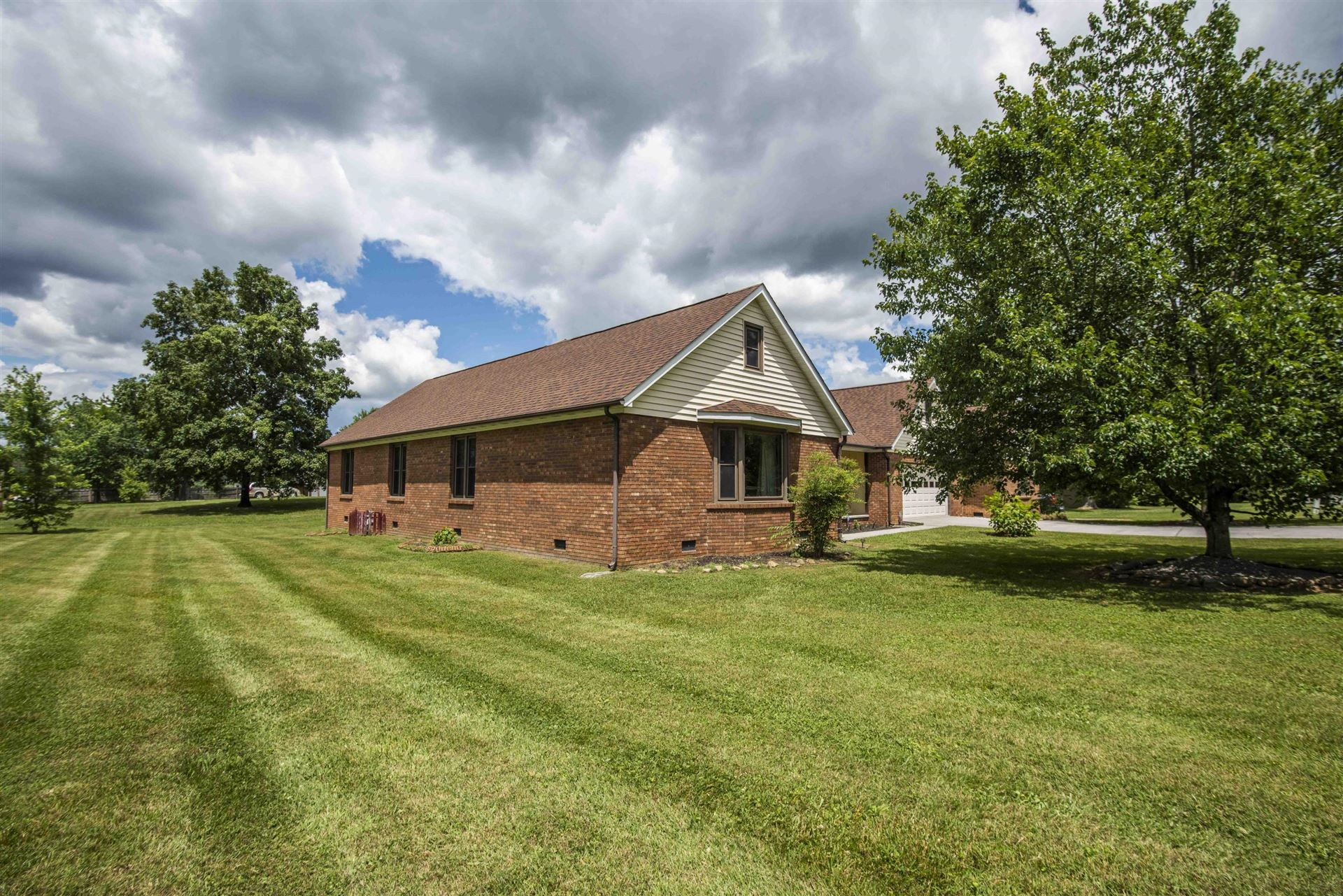 Photo of 1300 Beechview Drive Drive, Sevierville, TN 37862 (MLS # 1120744)