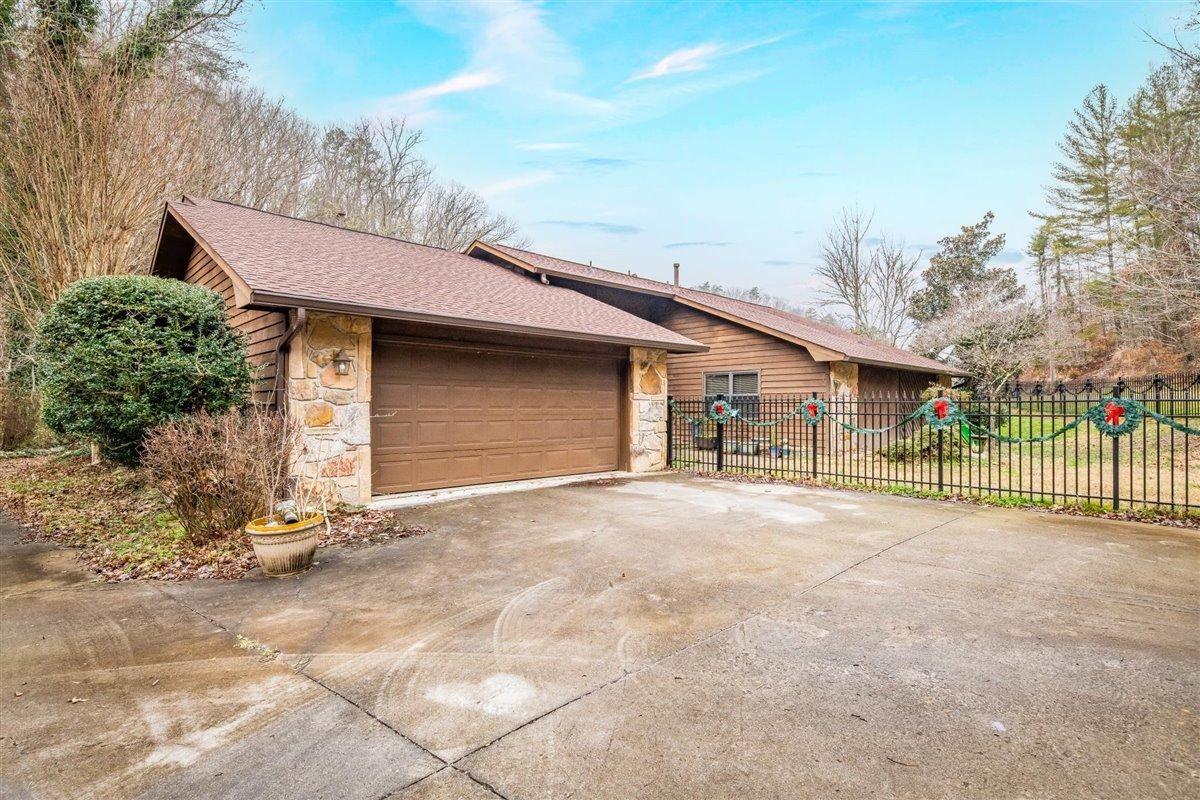 Photo of 105 Graceland Rd, Oak Ridge, TN 37830 (MLS # 1139746)