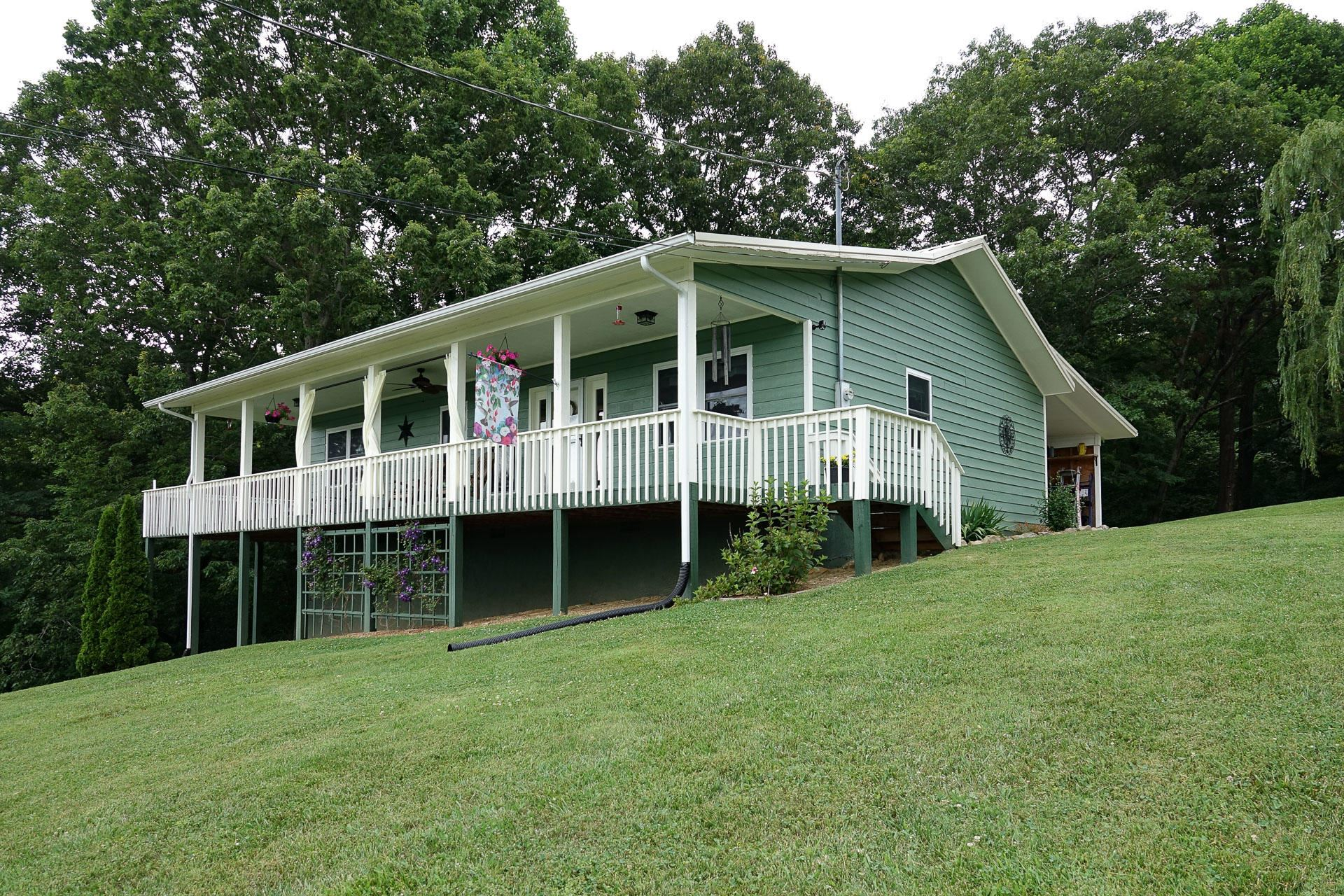 Photo of 3401 Barber Way, Sevierville, TN 37862 (MLS # 1120752)