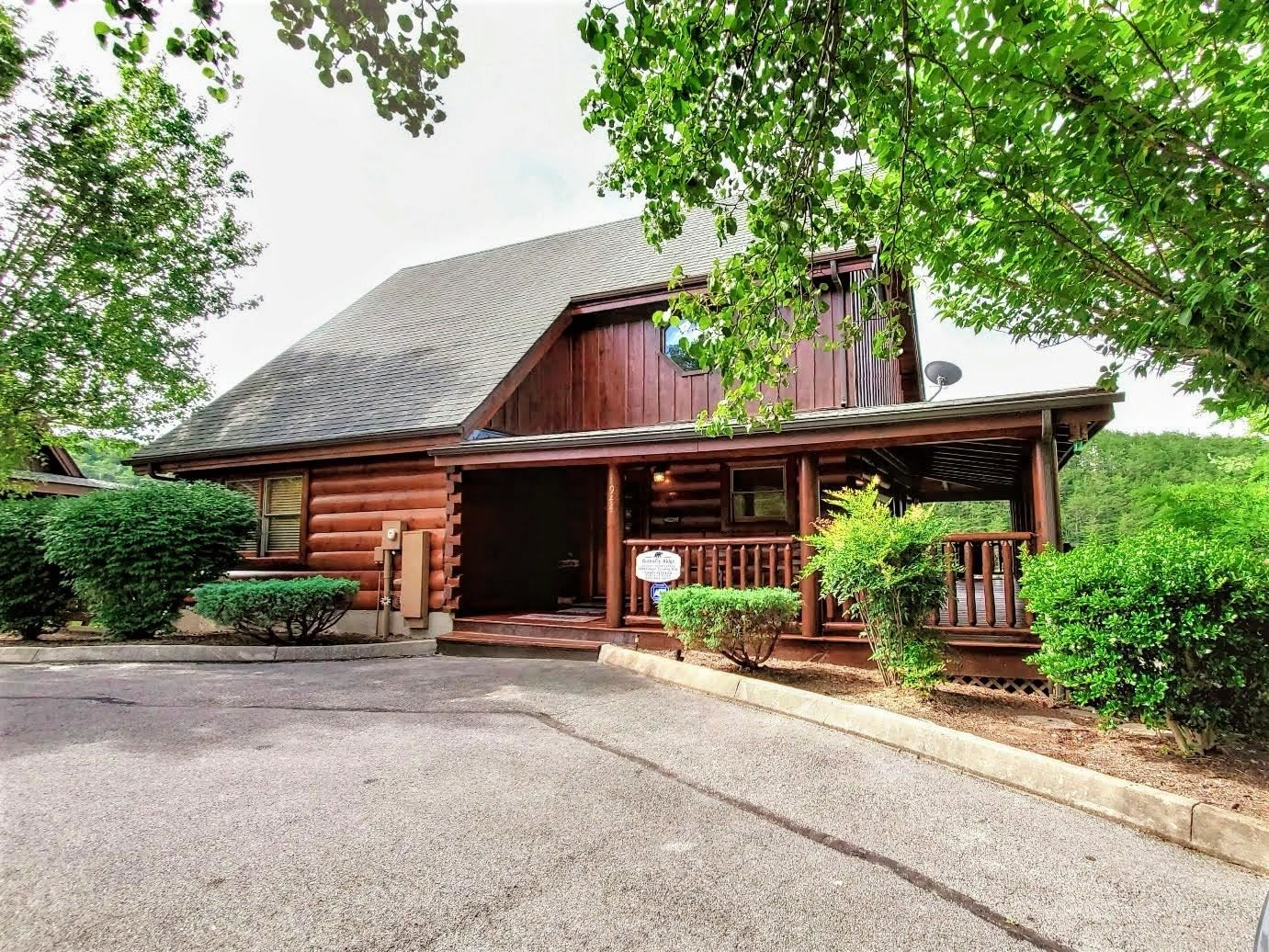 Photo of 1944 Cougar Crossing Way, Sevierville, TN 37876 (MLS # 1120757)