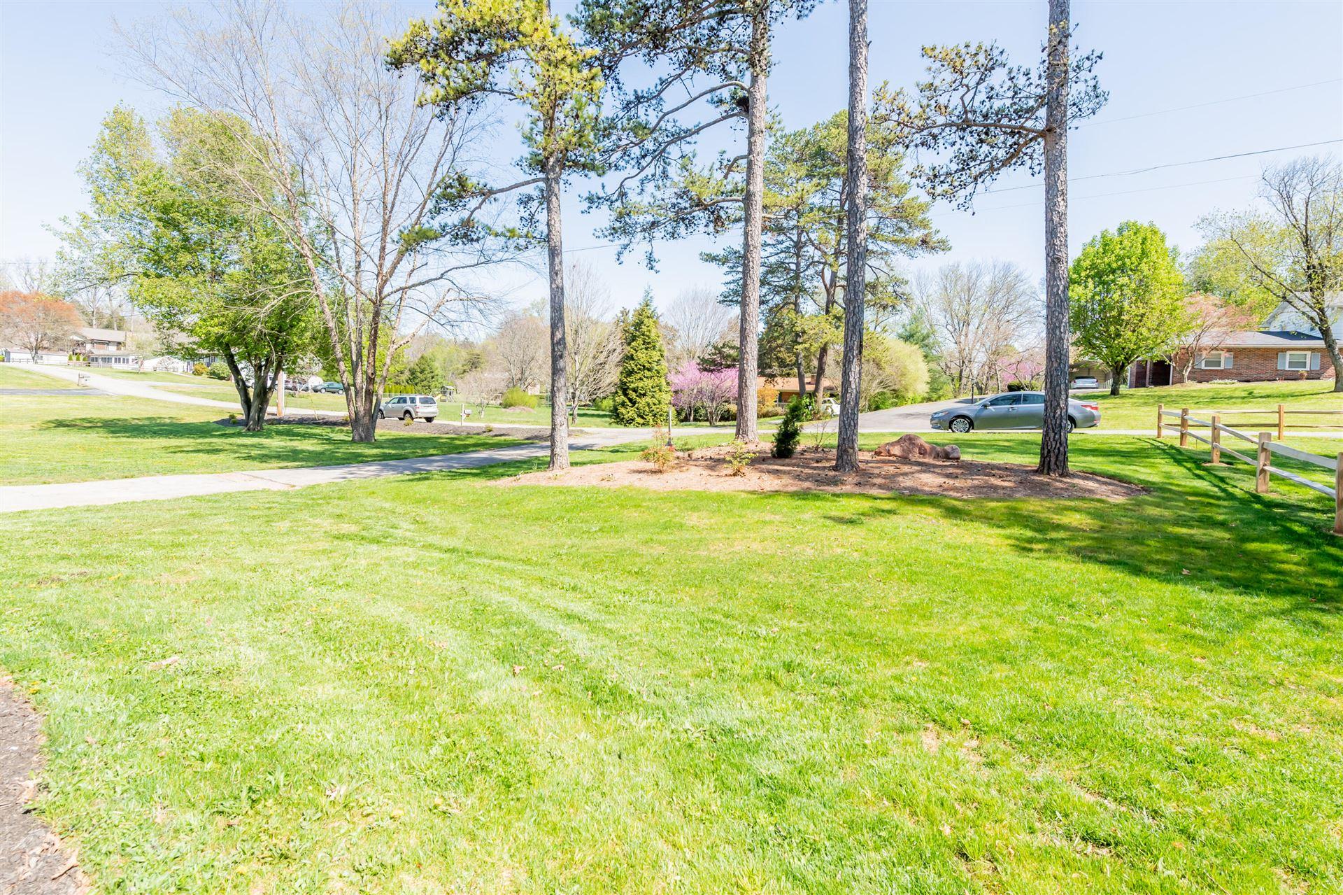 Photo of 2940 Dixie Lee Circle, Lenoir City, TN 37772 (MLS # 1148774)